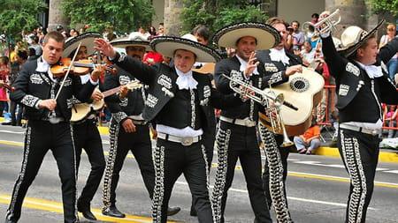 AIMEZ vous la musique MEXICAINE ?et comment ce groupe de chanteurs  ce nomme