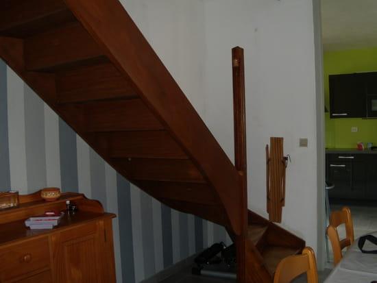 Quelle couleur dans la mont e d 39 escalier couleur et d co for Tapisserie montee escalier