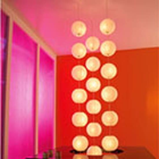 quel lustre mettre dans une cage escalier haute mais peu large couleur blanche m. Black Bedroom Furniture Sets. Home Design Ideas