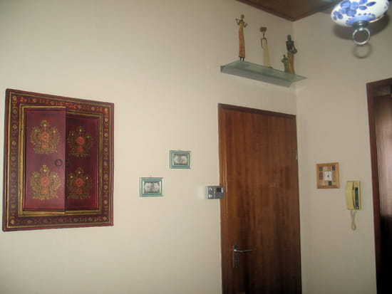 comment fixe t on une tag re murale sans querre r solu. Black Bedroom Furniture Sets. Home Design Ideas