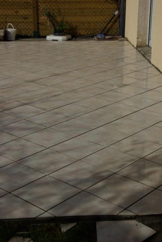 Je voudrai des conseils pour poser du carrelage au sol for Outillage pour carrelage