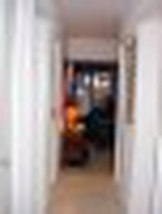 Quelle couleur pour les portes dans un couloir au mur - Modele de peinture pour couloir ...