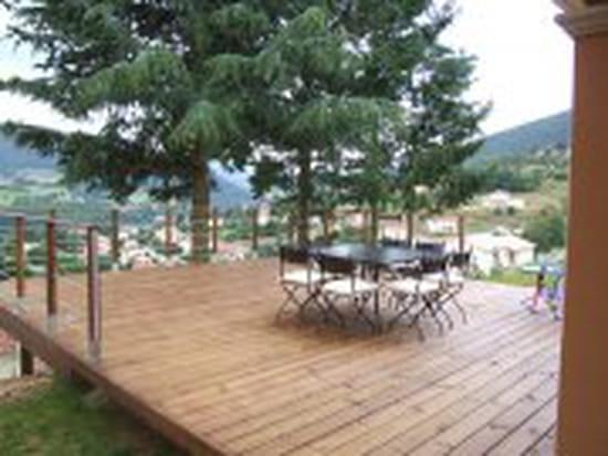 Comment poser une terrasse en bois sur une chape en béton?  Maison