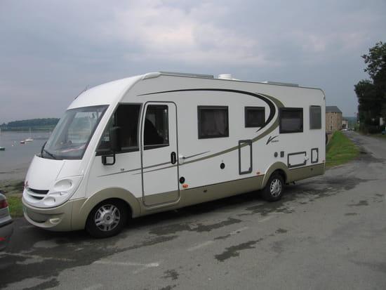 je suis sur le point d 39 acheter un camping car chausson welcome60 de 2001 6 pl. Black Bedroom Furniture Sets. Home Design Ideas