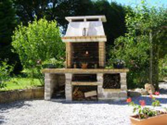 je voudrais construire un barbecue en pierre o trouver des mod les merci outillage. Black Bedroom Furniture Sets. Home Design Ideas