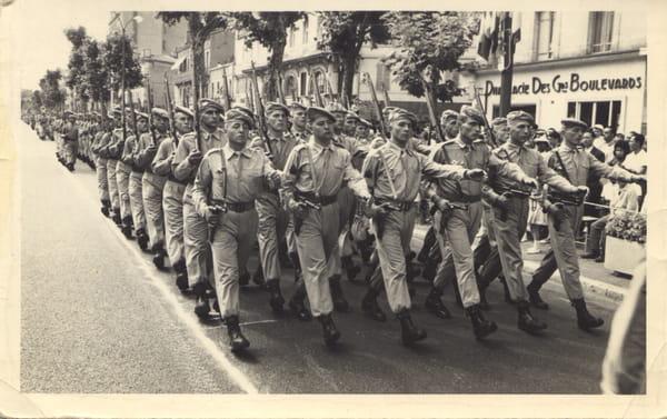 Défilé du CI 14ème RCP le 14 Juillet 1962 à Toulouse 4542908